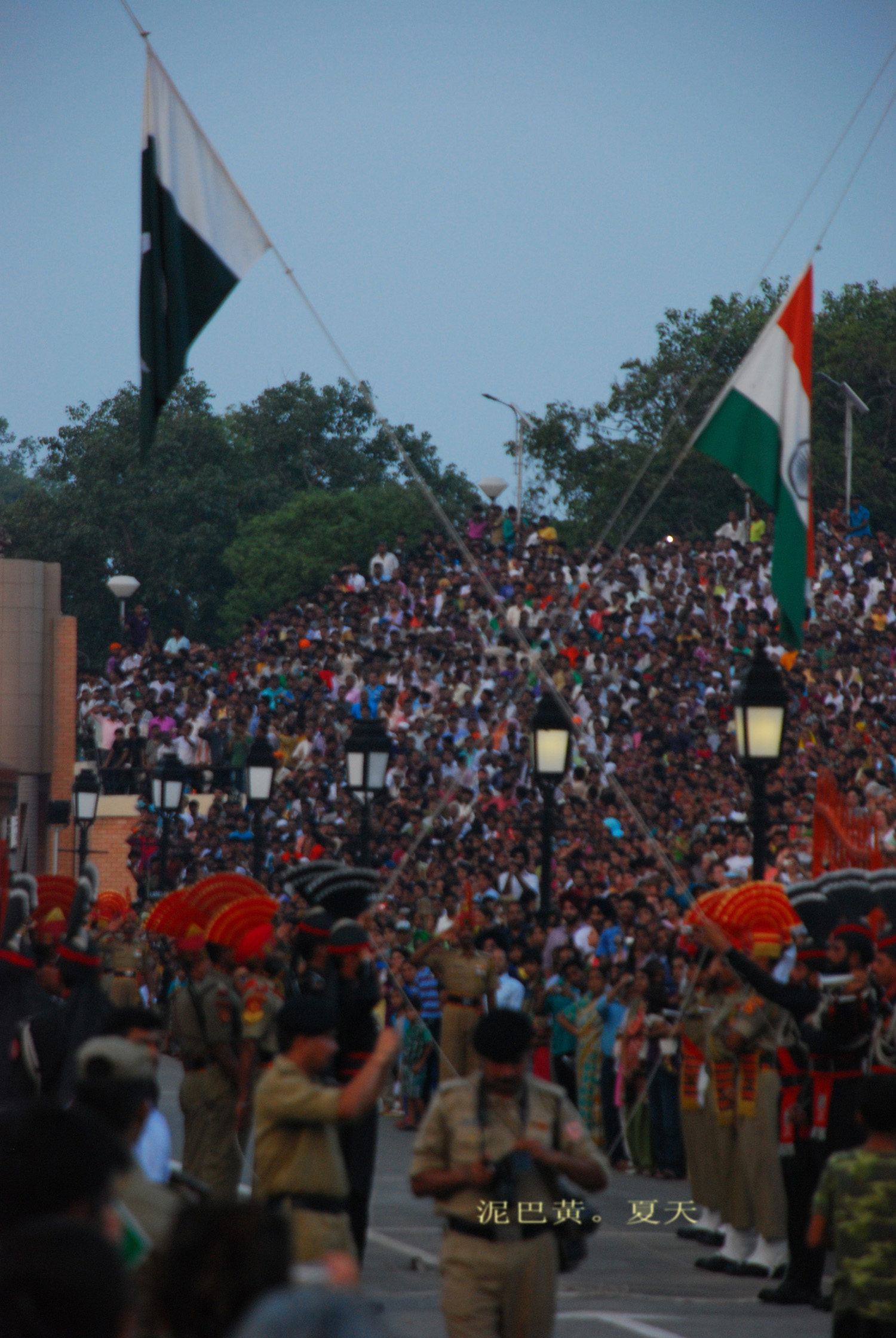 印巴邊境降旗儀式 | 泥巴黃。夏天