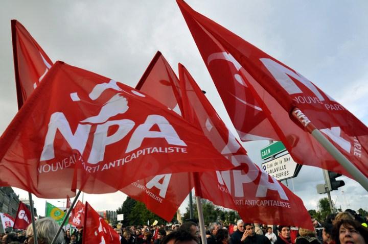 Drapeaux du NPA.