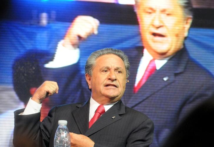 Duhalde busca un armado político entre Scioli y Massa para enfrentar al Macrismo