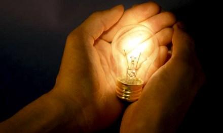 La energía eléctrica, ¿debe ser un servicio pago y privado?