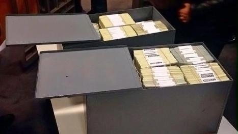 Billetes de la ex hija presidencial en el Galicia.