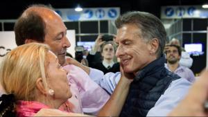 Macri, Carrió y Sanz, festejando el triunfo de Cambiemos.