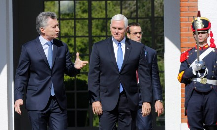 El vice de Trump no paró de presionar a Macri por un compromiso para invadir Venezuela