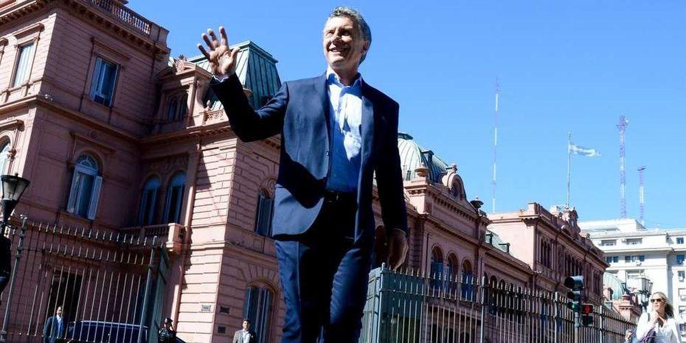 Después del bardo por la estatua, se viene la guerra por las cocheras en la Rosada