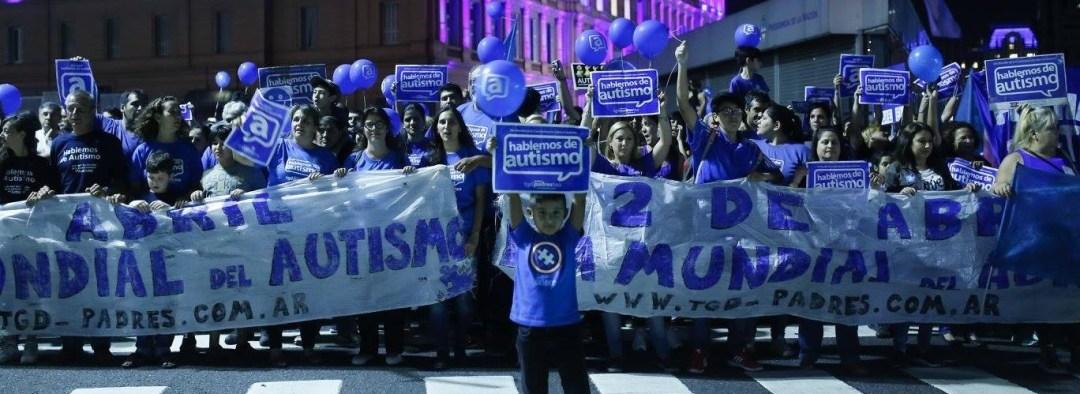 Los padres autoconvocados pidiendo por la reglamentación de la ley de 2014