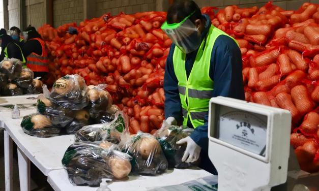 Echeverría: compran hortalizas directo a los productores para sumar a los bolsones de comida ahorrando costos