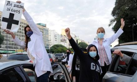Salud privada en la peor pandemia de la historia: aplausos para la tribuna y migajas en los bolsillos de los médicos