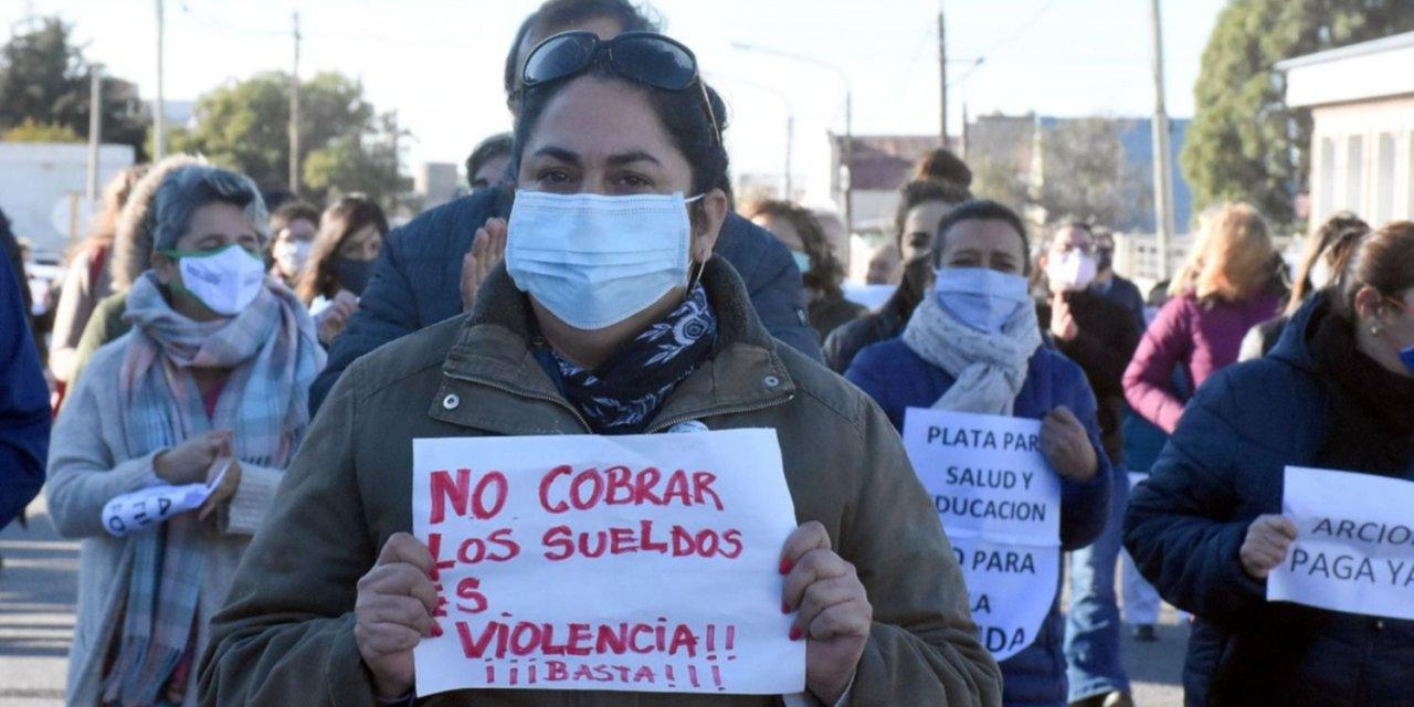 Chubut, otra crisis: hace 2 meses que médicos y docentes no cobran el sueldo