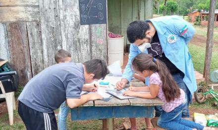 Tiene autismo, creó un sistema de pedagogía de emergencia y lo multipremiaron