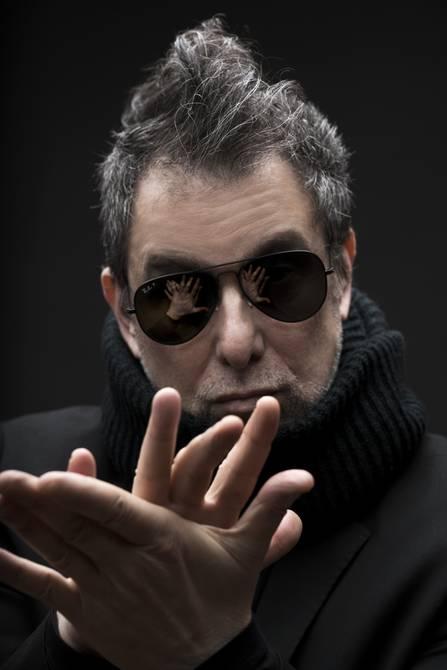 Andrés Calamaro: «Dudo que muchos cantantes se soporten en sus discos»