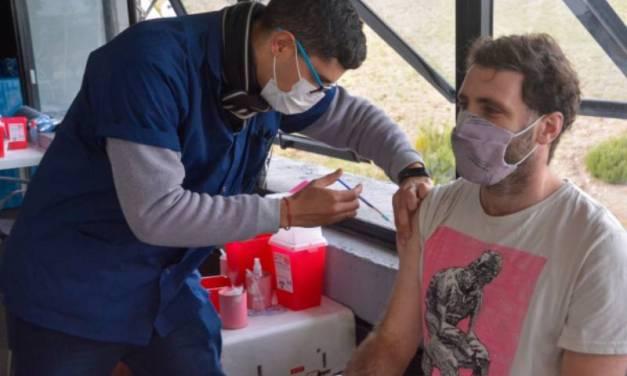 Un estudio hecho en Provincia revela que la combinación de vacunas contra el coronavirus no reporta efectos adversos graves