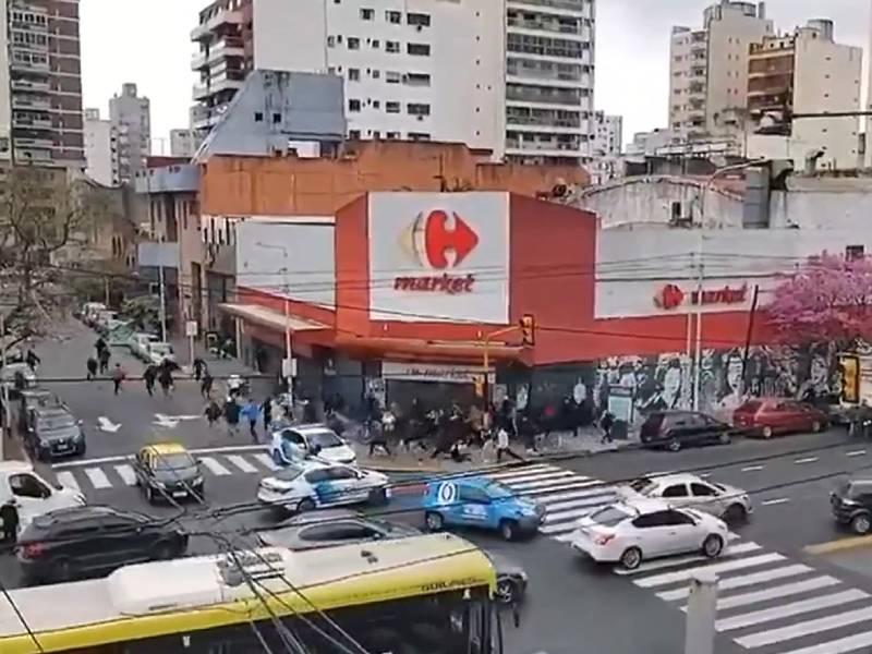 Barras de Independiente se enfrentaron a los tiros en el centro de Avellaneda
