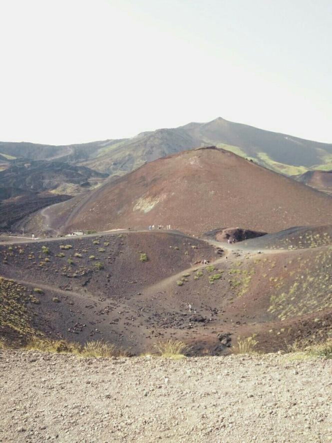 Фото пейзажу навколо вулкану