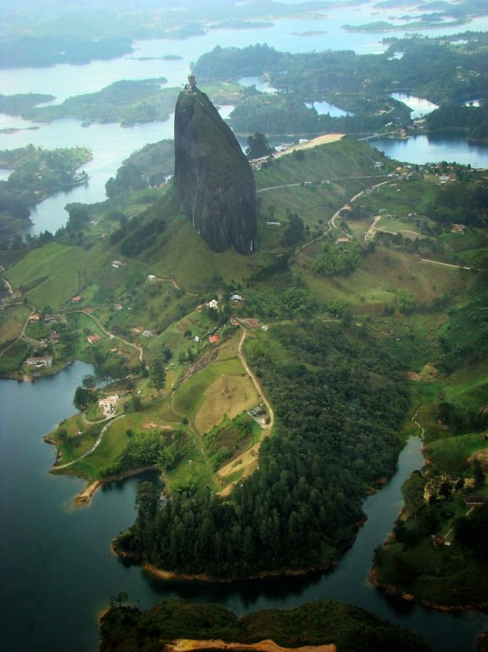 La Piedra de Guatapé, Antioquia, Colombia (by mamonto_70)