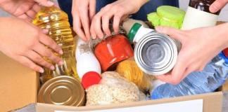 Συλλογή τροφίμων για άπορες οικογένειες στο εμπορικό Κέντρο Χολαργού