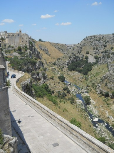 The city of Matera reminds me of the Turkish region of Kapadokya.