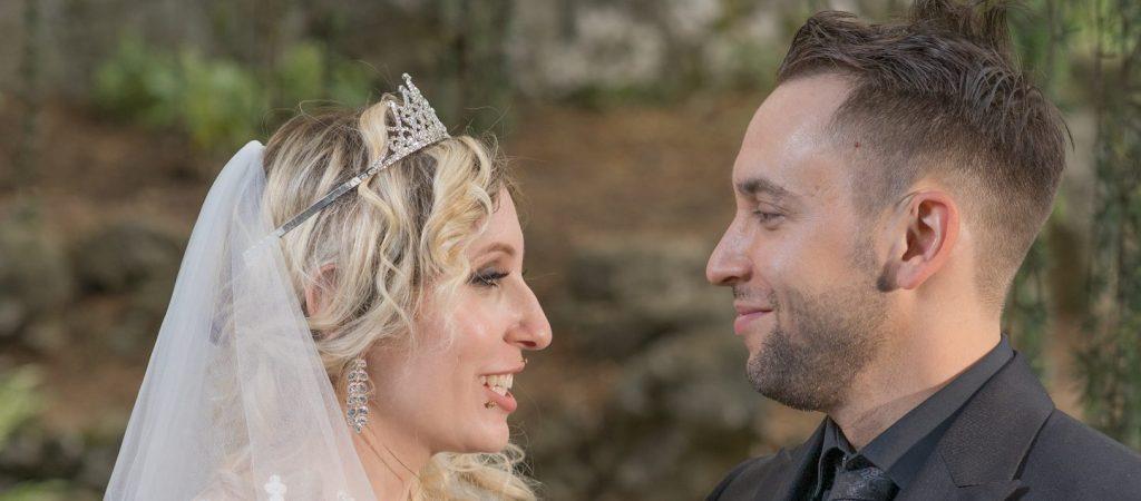 mariés, face à face