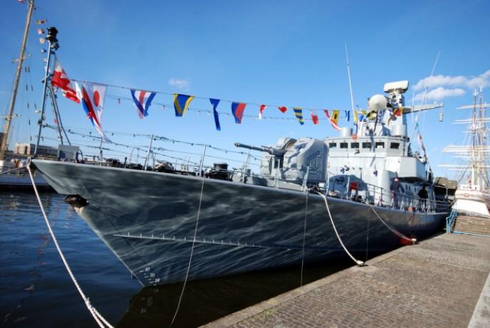 Kapal Perang Sail Karimata
