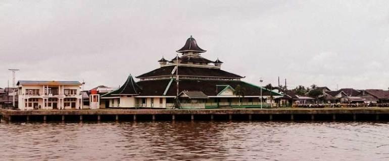sungai K[apuas dan Masjid Jami