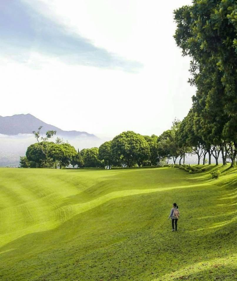 Lapangan Golf Ngamplang