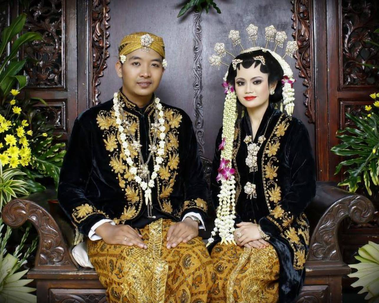 LENGKAP] Daftar 10 Pakaian Adat Jawa Timur Beserta Aksesorisnya