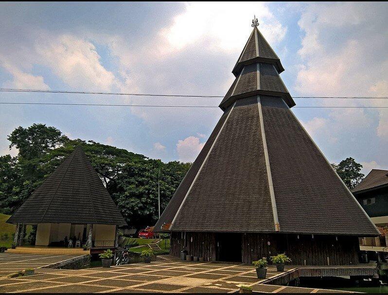 Rumah Adat Kariwari