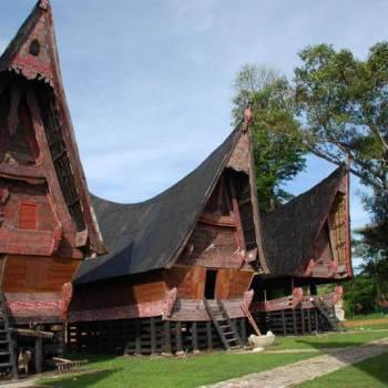 Nama Rumah Adat Sumatera Utara, Gambar, Sejarah & Penjelasan!