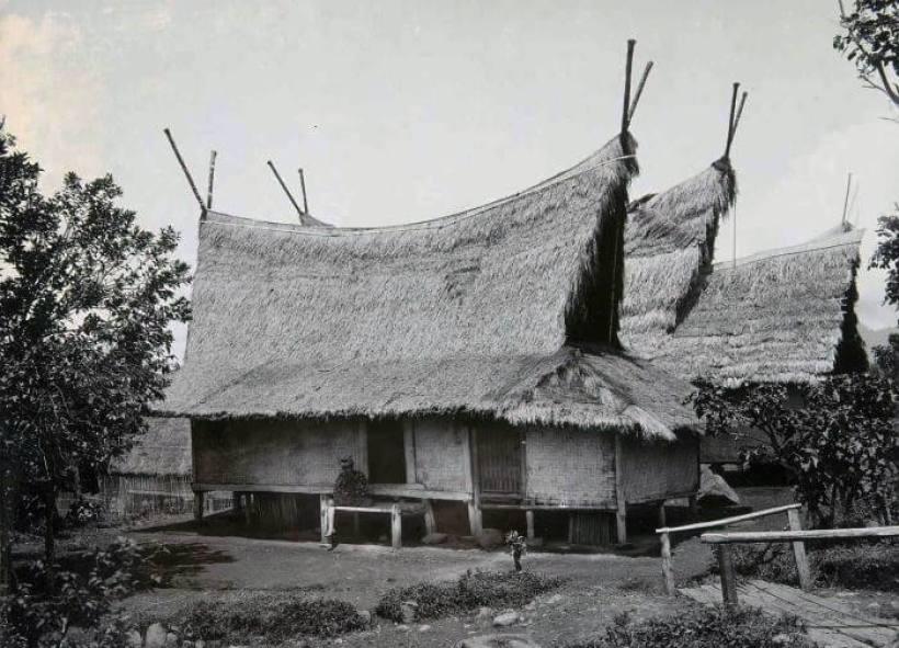 Rumah Adat Julang Ngapak