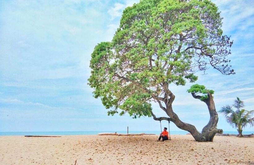 Pantai Alau - Alau Lampung