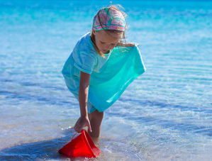 pige på strand, Solferie i den mørke årstid