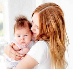 Børns udvikling, mor og barn krammer