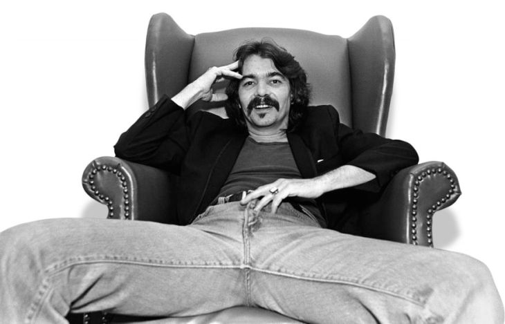 "NASHVILLE, TN - 1981: Singer/songwriter John Prine poses in his hotel room during a 1981 Nashville, Tennessee, portrait photo session. Though he has written hit songs for other singers, Prine won his first Grammy in 1991 for the album ""The Missing Years."" (Photo by George Rose/Getty Images) *** Local Caption *** John Prine"