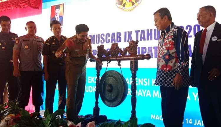 NEWS : Bupati Magelang didampingi jajaran Forkompinda saat membuka acara  Musyawarah Cabang Gapensi ke IX, di Balkondes Tuk Songo Borobudur, Selasa (14/1)-(Foto:Istimewa)