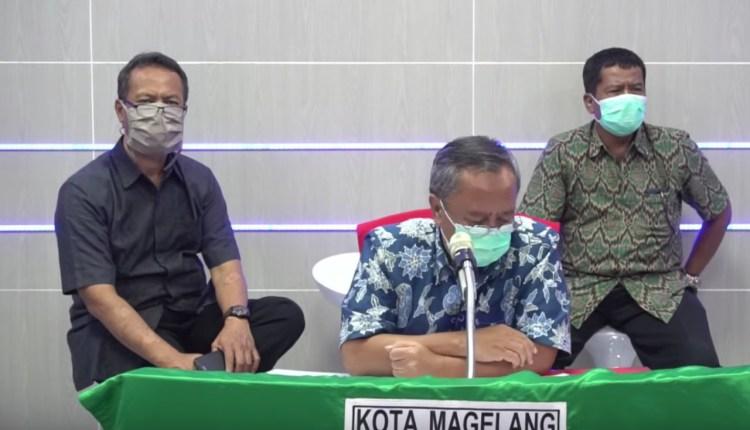 TERBUKA : Kepala Dinas Kesehatan KOta Magelang mengumumkan perkembangan Covid-19 melalui streaming. (Foto : sc)
