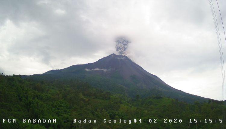 NEWS: Foto Erupsi Merapi 2 April 2020 pukul 15.15 wib (Foto @BPPTKG)