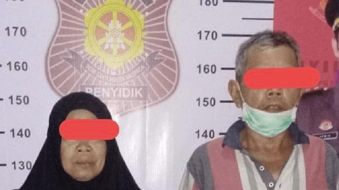 MEMALUKAN: Tersangka duda SB dan janda SR saat ditangkap Satpol PP usai tertangkap basah sering berduaan di dalam rumah. (Foto: internet)