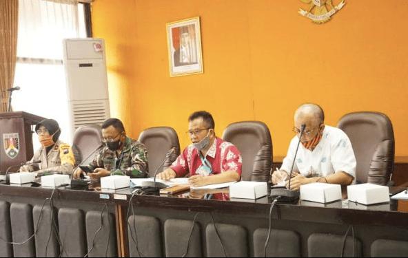 GERCEP: Penanggung Jawab Gugus Tugas Percepatan Penanganan Covid-19 Kota Magelang Joko Budiyono (dua kanan). (Foto: Humas Pemkot Magelang)