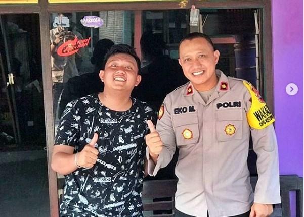 denDenny Caknan saat foto bersama Waka Polres Sragen Kompol Eko Mardiyanto