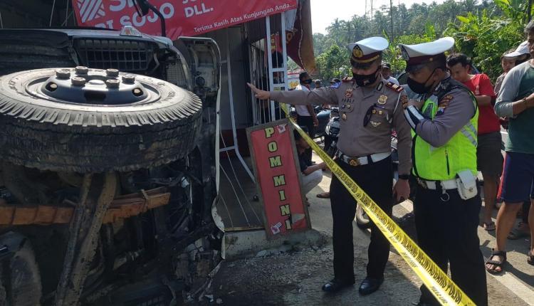 Olah TKP kecelakaan di Margoyoso Salaman