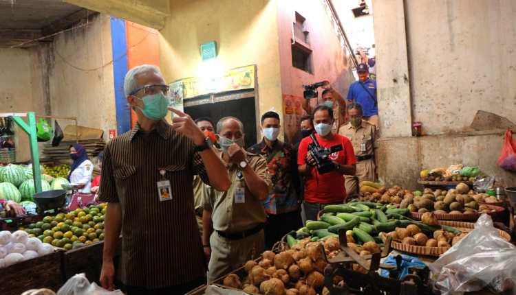 Gubernur Jawa Tengah saat mengecek persiapan penutupan pasar di Temanggung