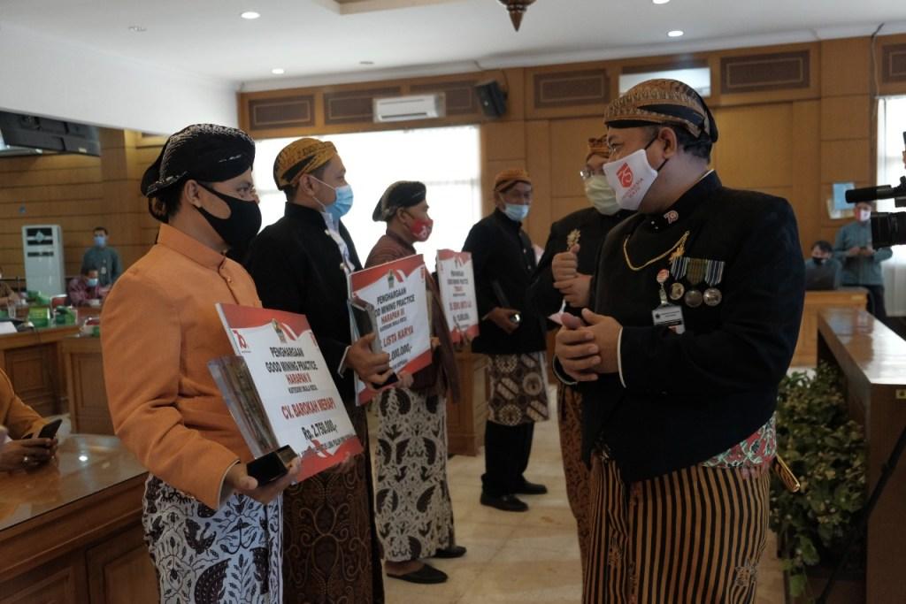 Penyerahan Penghargaan kepad aCV Barokah Merapi