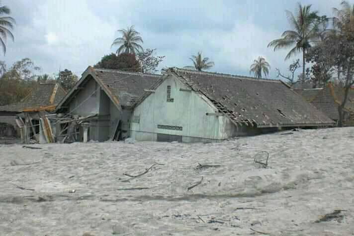 terendam pasir lahar dingin di gempol jumoyo salam