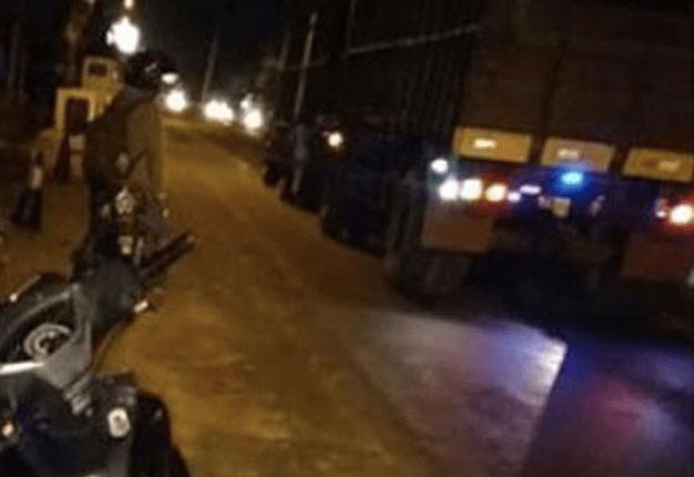 MUSIBAH: Truk gandeng yang menyerempet sepeda motor korban. (foto: ist)