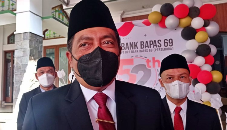 Bupati Magelang Zaenal Arifin saat diwawancari terkait TPU Di Progowoti