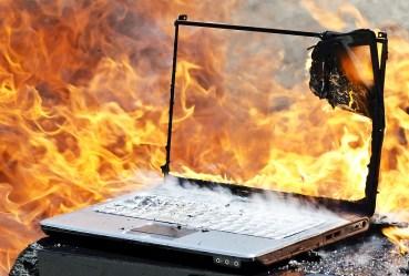 Ordenador ardiendo