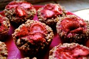 low-fat strawberry oatmeal muffins