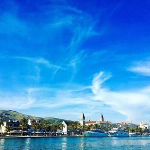 Trogir er en utrolig vakker middelalderby beliggende på en egen øy.