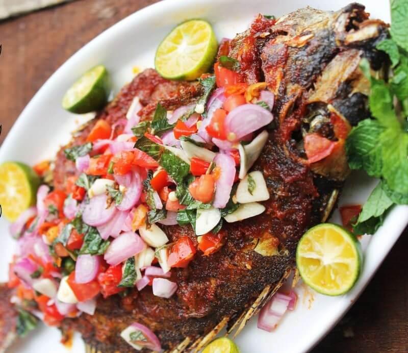 Makanan Khas Bali Ikan Asap Sambal Matah
