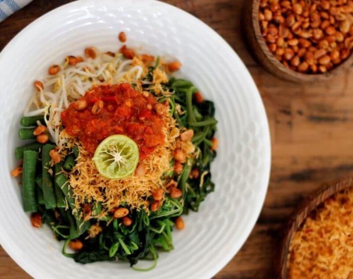 Resep Makanan Khas Bali Halal yang Terkenal adalah Serombotan