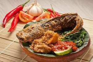 Makanan Khas Jawa Timur Pecel Lele